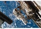 Photo astronaute dans la station spatiale