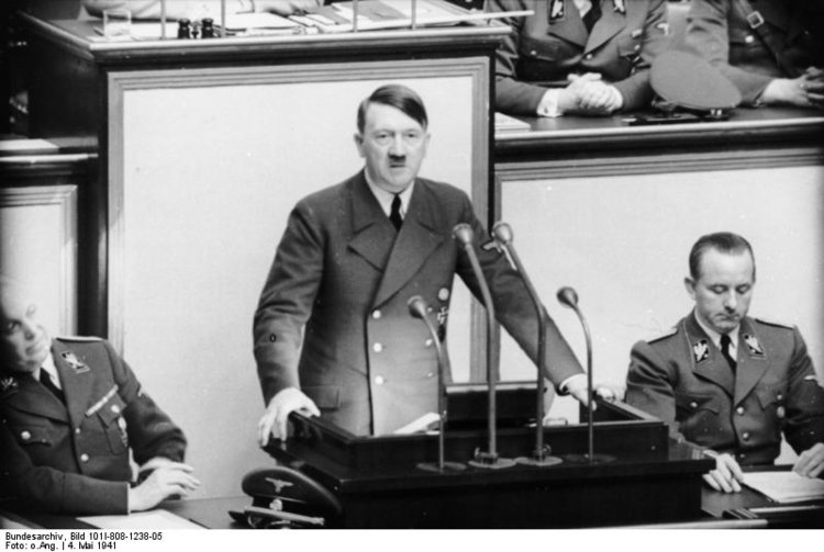 Photo Berlin-Le Reichstag - discours d'Hitler