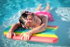 Photo fille à la piscine