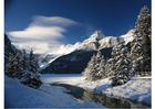 Photo paysage enneigé dans les montagnes